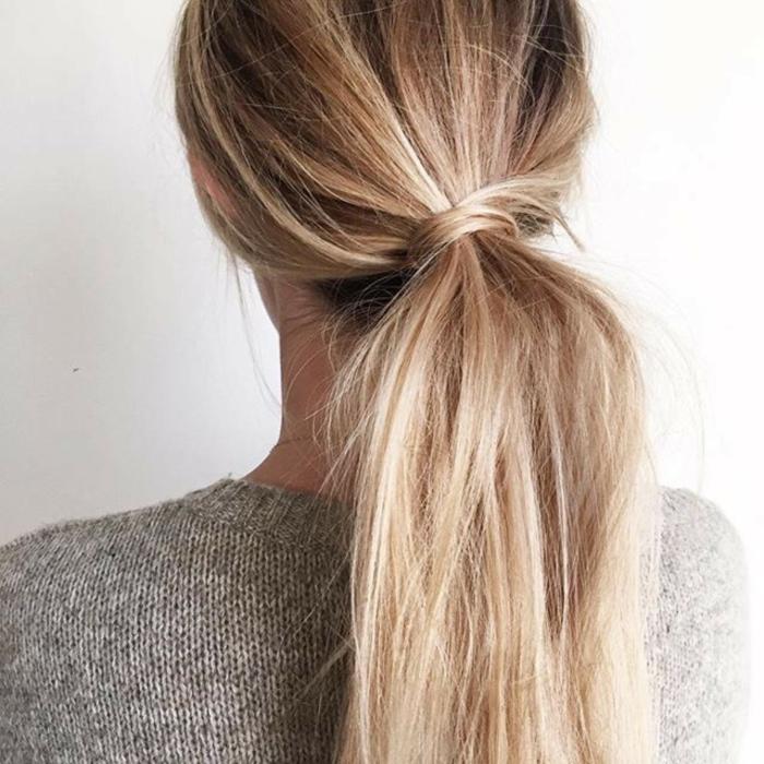 peinados recogidos originales y fáciles de hacer, coleta baja con mucho volumen, cabello largo liso