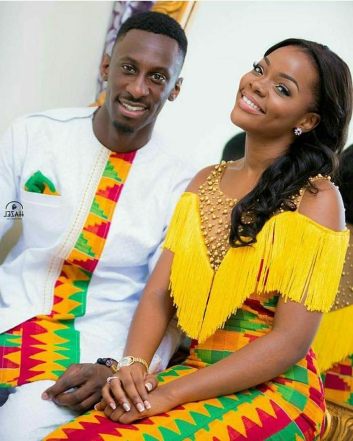 pareja vestida en prendas con estampados étnicos africanos en colores llamativos, diseños de traje tipico africano