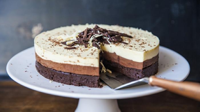 tarta de chocolate sin horno super bonita con gelatina, tartas ricas y fáciles de hacer paso a paso
