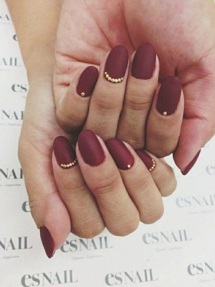 los mejores diseños decoracion de uñas 2017, uñas largas ovaladas decoradas con piedras decorativas en dorado