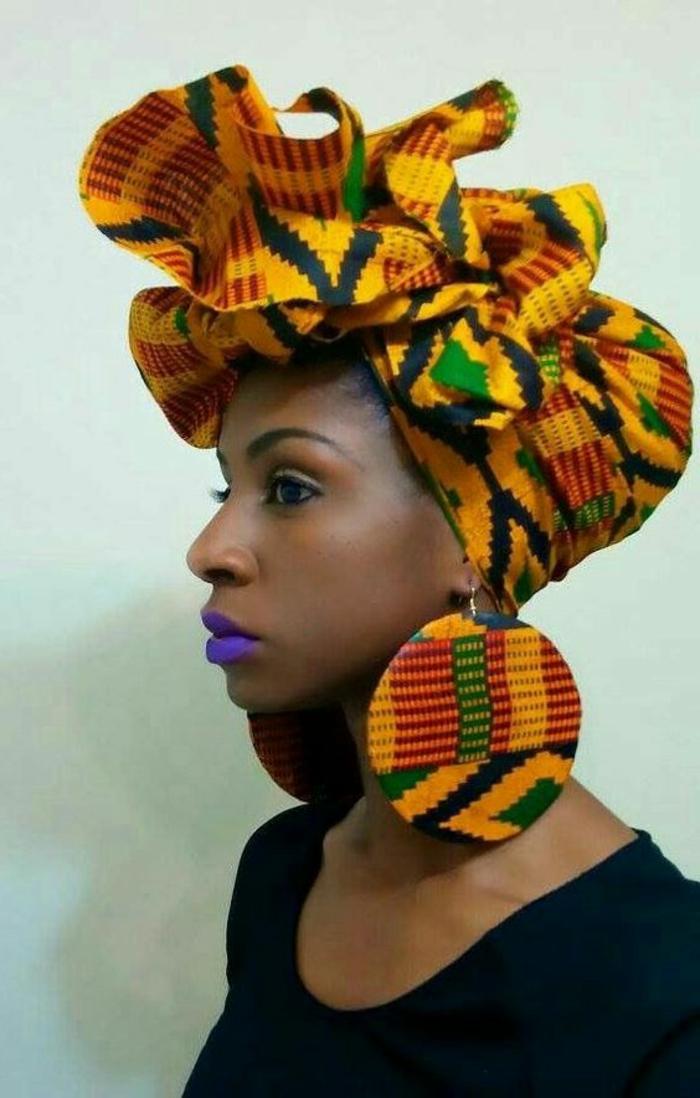pañuelo colorido con estampados en diferentes colores, ideas de ropa inspirada en el traje tipico africano