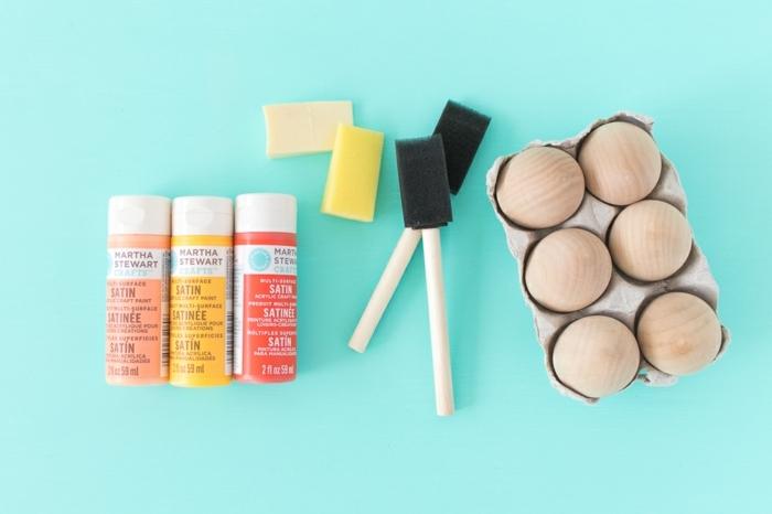 materiales necesarios para hacer huevos de Pascua decorativos de madera, como pintar huevos de pascua
