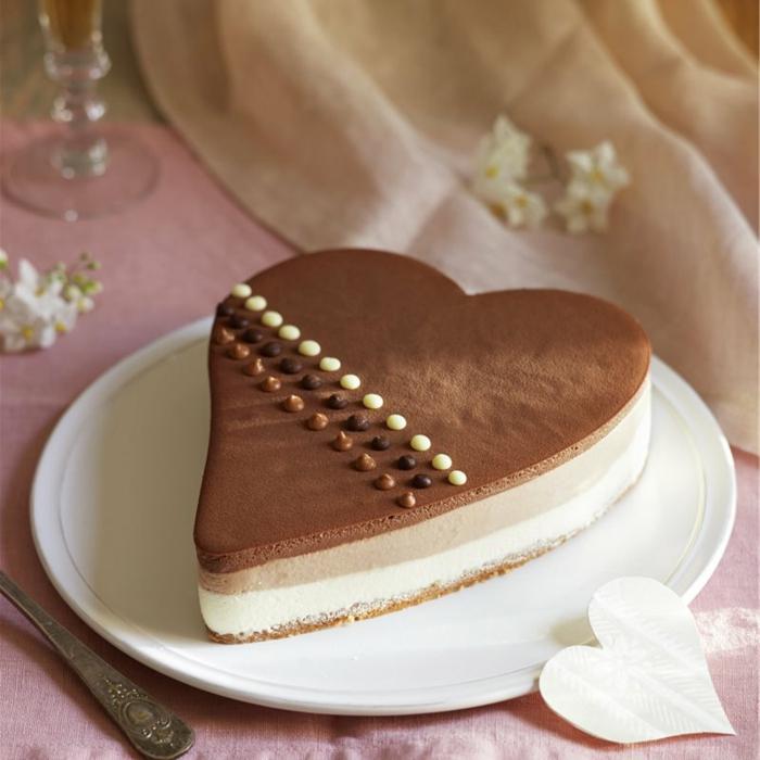 preciosas tartas de textura mousse de presentación extraordinaria, tarta mousse de chocolate