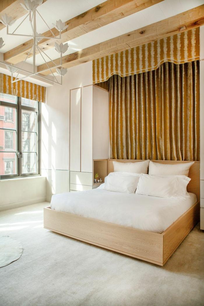 preciosa habitación con cama doble, cortinas bonitas en dorado y suelo de parquet, habitaciones matrimonio