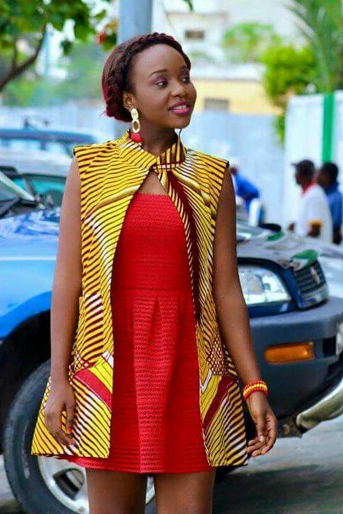 vestido corto rojo con chaleco en los colores del traje tipico africano, ropa de África bonita mujer