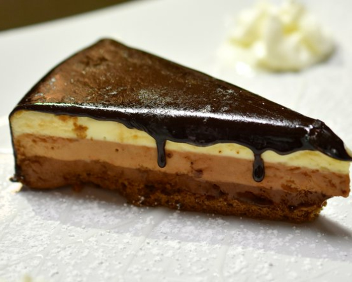 cómo hacer tarta mousse de chocolate, tarta a los tres chocolates con betún de chocolate negro