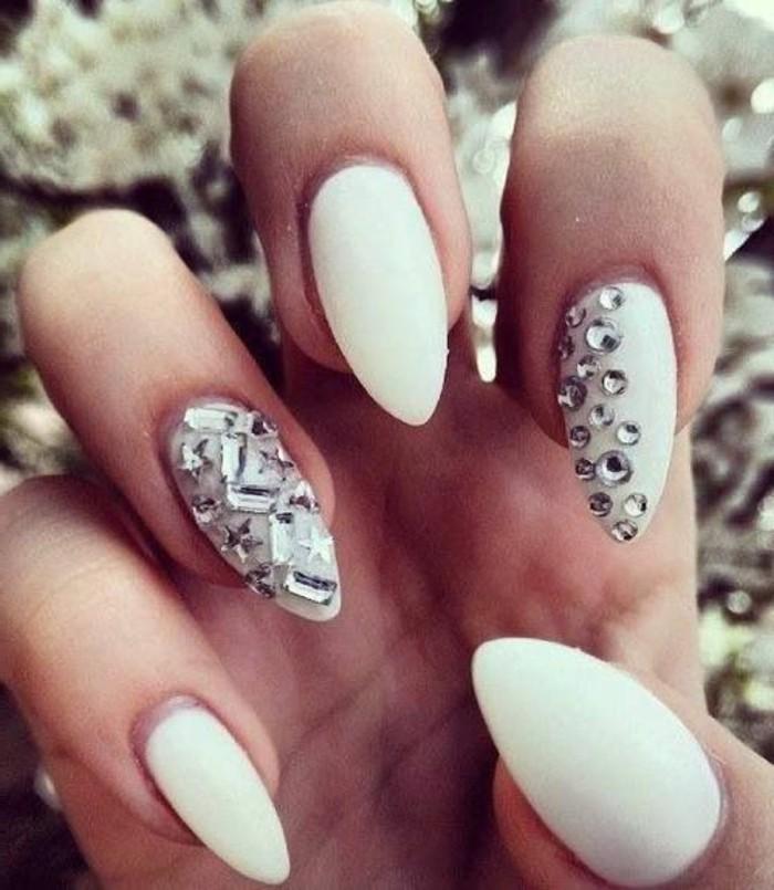 los mejores diseños de uñas 2017, ideas de decoracion de uñas, uñas largas de forma almendrada en blanco