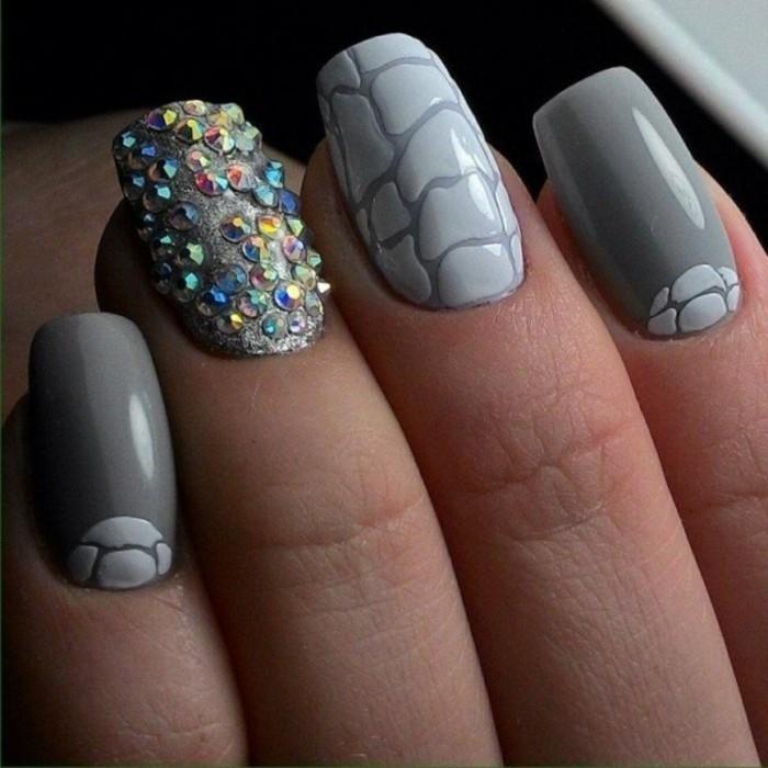 diseños de uñas 2017, preciosos diseños de uñas en color gris decoradas con piedras decorativas