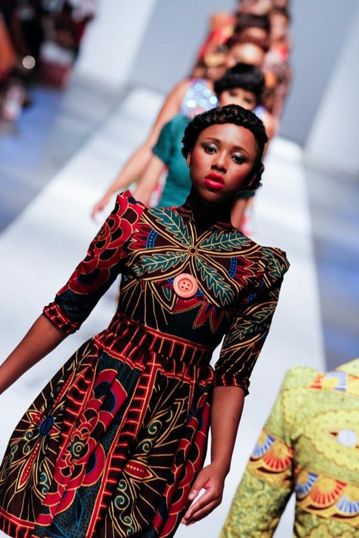 originales diseños de vestidos africanos en colores, vestido corto con mangas largas y prinf floral