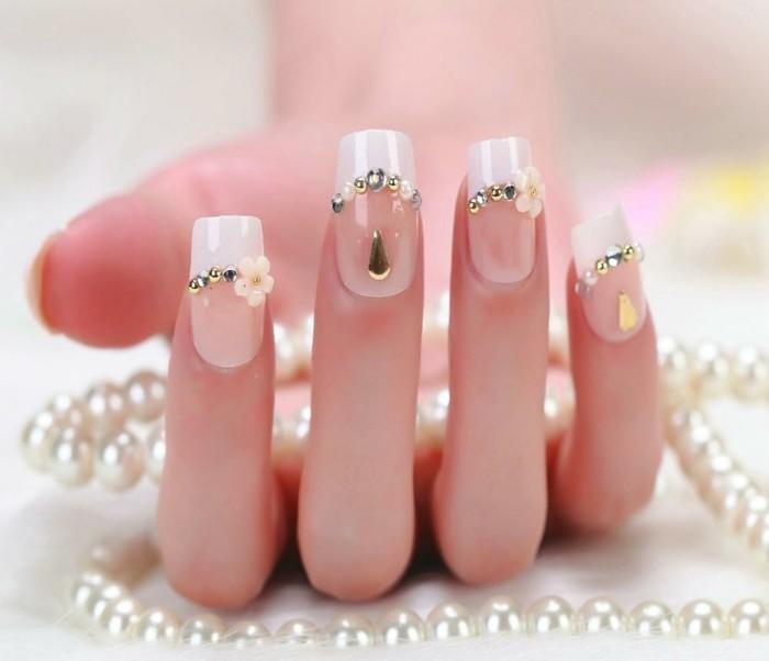 uñas francesas largas con puntas cuadradas, diseños de uñas con piedras con detalles decorativos