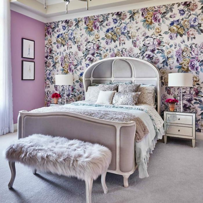 bonitas fotos con ideas de cabeceros cama matrimonio, cama doble en estilo vintage, habitación en rosado y lila, pared con papel pintado motivos florales