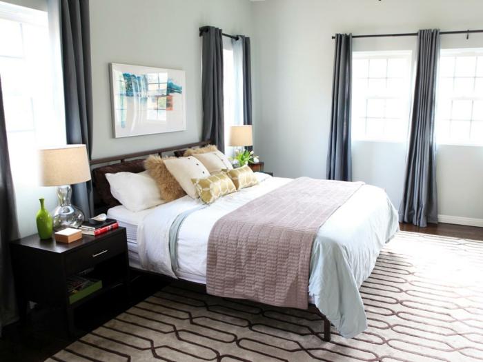 camas matrimonio con cabecero, habitación decorada en colores claros y tonos pastel con suelo de moqueta