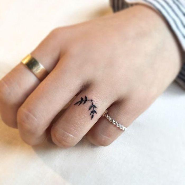 tattoo dedo minimalista, hojas laureles símbolo de la paz, diseños de tatuajes pequeños en la mano y los dedos