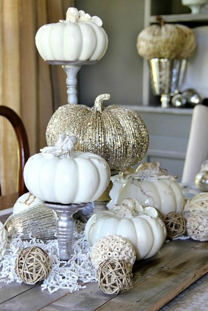 decoración mesa navidad, comedor decorado en estilo rústico colores claros, calabazas decorativas