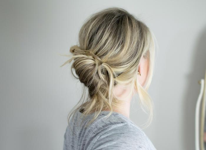 moño desordenado super fácil de hacer, ideas de peinados faciles pelo largo en estilo casual
