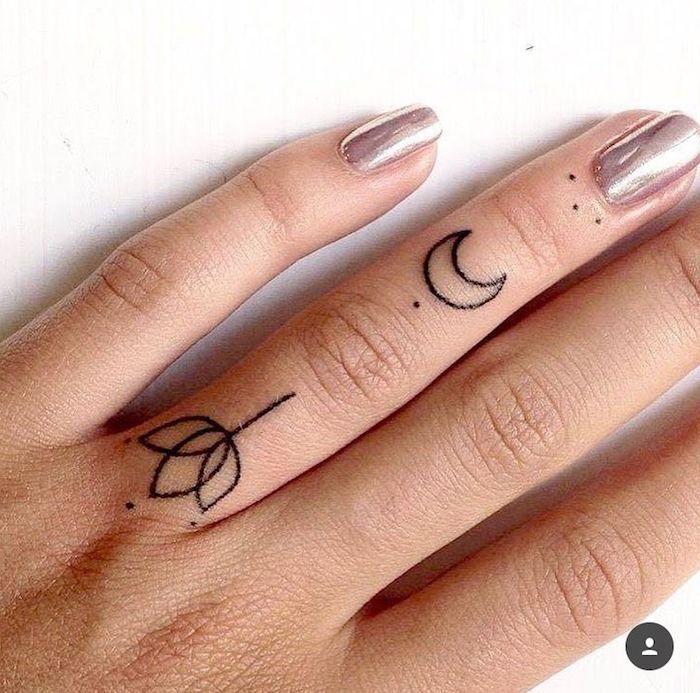 preciosos ejemplos de tatuajes pequeños para dedos, tatuaje flor de loto y luna diseño geométrico