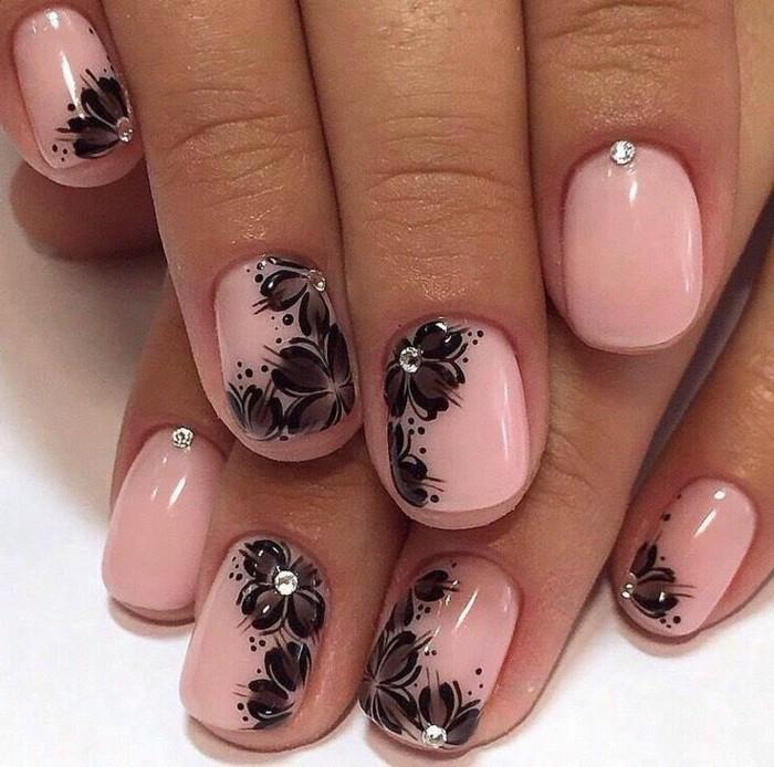 diseño elegante y femenino con motivos florales en negro, bonitas fotos de diseños de uñas