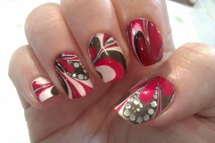 fotos de diseños de uñas, diseños bonitos y coloridos de uñas decoradas con piedras, uñas largas