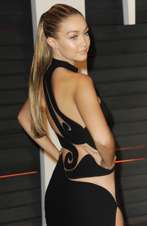 recogidos altos inspirados de la celebridades en la alfombra roja, Gigi Hadid pelo recogido en coleta alta