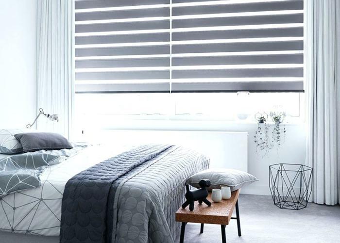 adorable decoración en blanco y gris, dormitorio acogedor con cortinas en gris, papelero de diseño