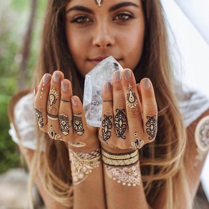 diseños de tatuajes temporales con henna, preciosas ideas de tatuajes pequeños para dedos