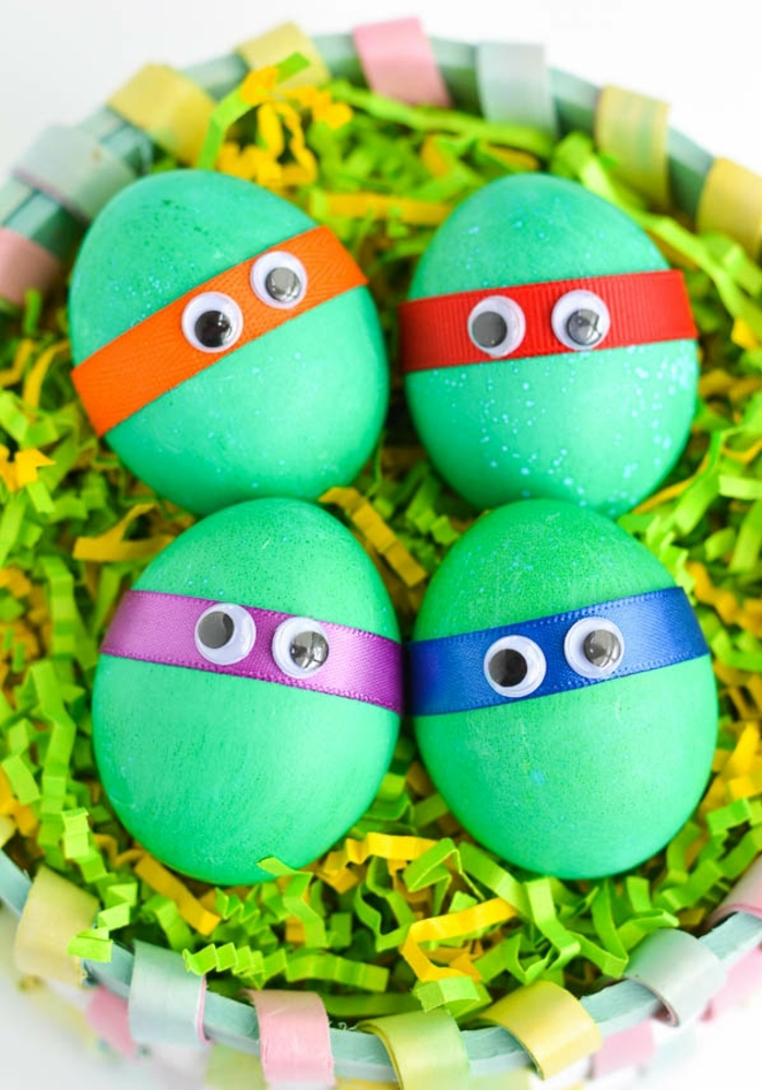 maravillosas ideas de manualidades de pascua para niños, huevos ninga verdes con cintas decorativas