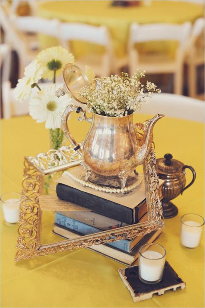 preciosas ideas de decoración de mesa en estilo vintage, libros, detalles de época, velas aromáticas