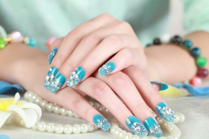cuáles son los mejores diseños de uñas con cristales, fotos de diseños de uñas, uñas largas cuadradas en azul