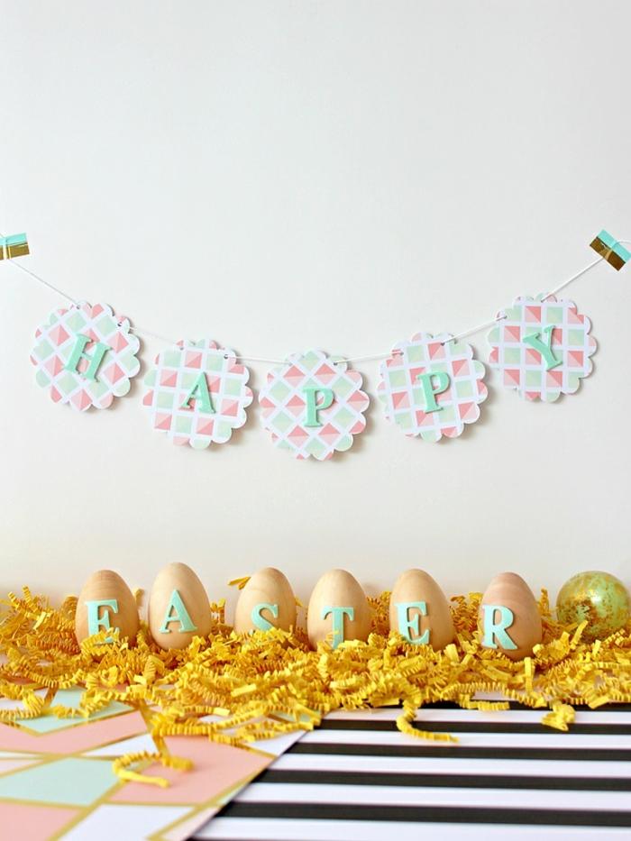 decoración casera para Pascua, ideas de manualidades originales, huevos decorados con trozos de fieltro