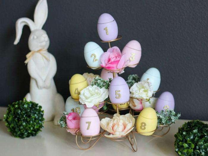 ieas de decoración casera para la primavera, centro de mesa DIY con flores y huevos pintados en colores pastel