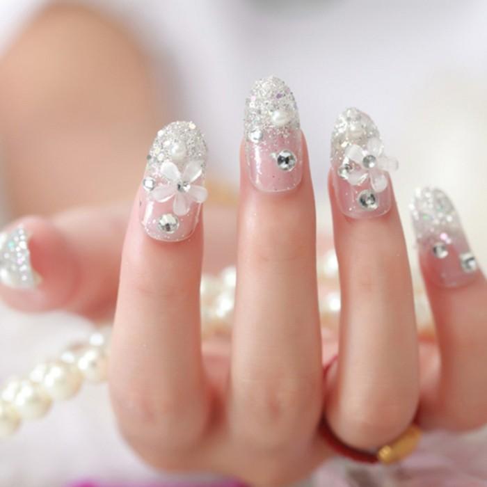 modelos de uñas bonitos, uñas acrilicas decoradas con piedras y motivos florales, uñas francesas