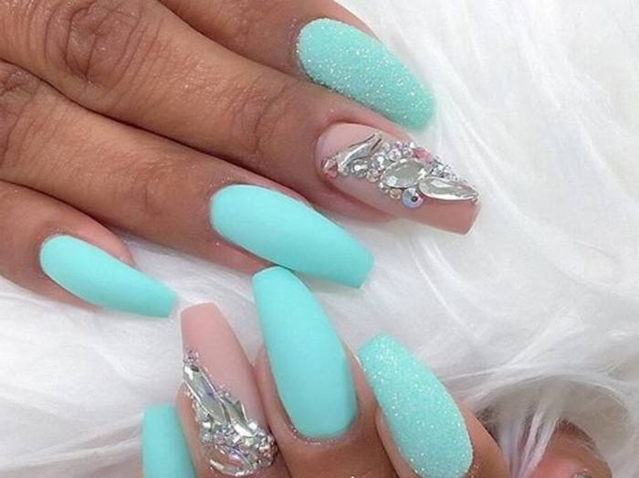 alucinantes ideas de diseños de uñas, uñas acrilicas decoradas, uñas largas en verde neón acabado mate