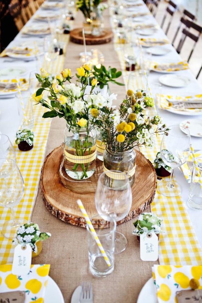 centros de mesa bonitos y originales para decorar la casa en primavera, mesa decorada en amarillo y blanco