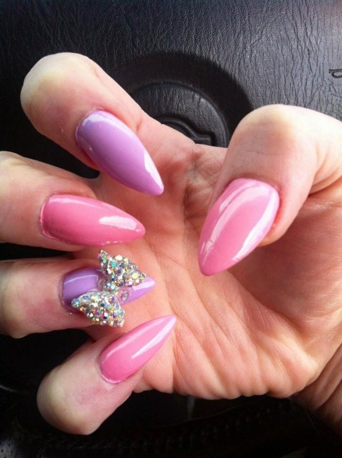 preciosos diseños de uñas acrilicas decoradas, uñas pintadas en rosado y lila con decoración de piedras