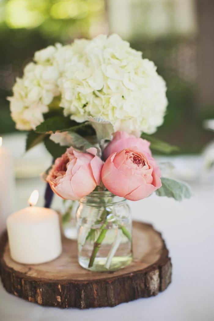 centros de mesa de comedor decorados con mucho encanto, preciosa decoración con velas encendidas y flores