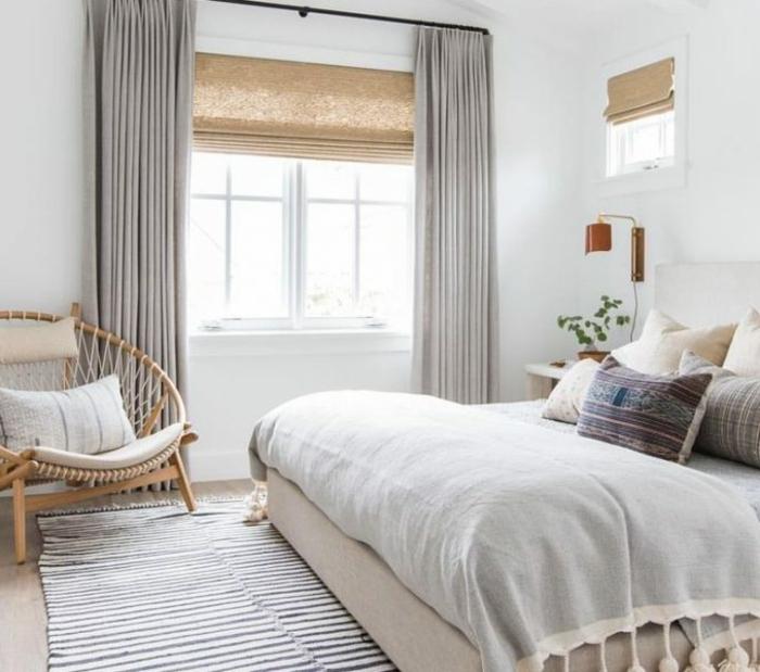 colores para habitaciones modernas, cama doble, paredes blancas y detalles en colores neutrales