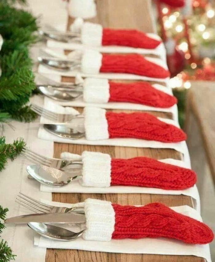 ideas únicas de decoracion de mesa navideña, servilletas en forma de caletines de navidad