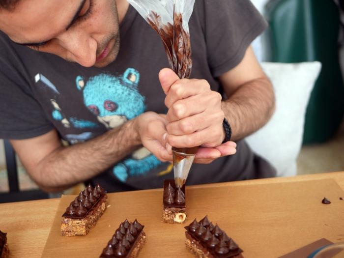 preciosas ideas de tartas tres chocolates para sorprender a tus invitados, como hacer tarta de tres chocolates
