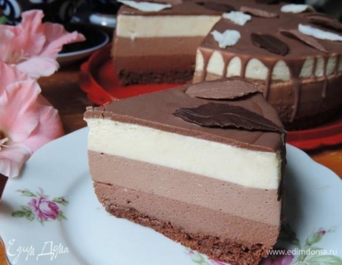 cómo decorar una tarta de chocolate, tarta esponjosa a los tres chocolates, ideas como hacer tarta de tres chocolates