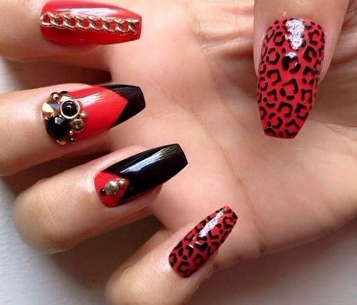 uñas acrilicas 2017, diseño extravagante en rojo y negro, detalelles decorativos para uñas acrílicas