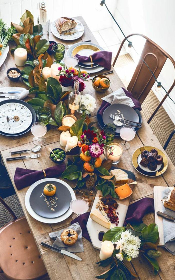 preciosas ideas de decoración de mesa con flores, ambiente decorado en estilo rústico en colores intensos