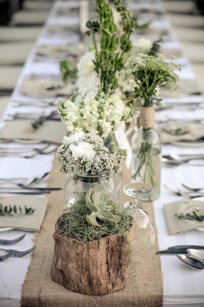 centro de meso con floreros y flores blancas, decoración salón en estilo rústico, flores blancas