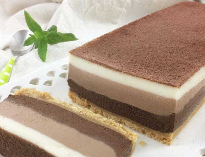 pasteles y tartas a los tres chocolates, ideas de postres fáciles y rápidos, tarta de chocolate y nata