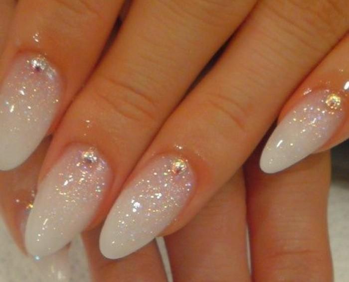 uñas francesas con esmalte reluciente, largas uñas de forma almendrada, uñas acrilicas 2017