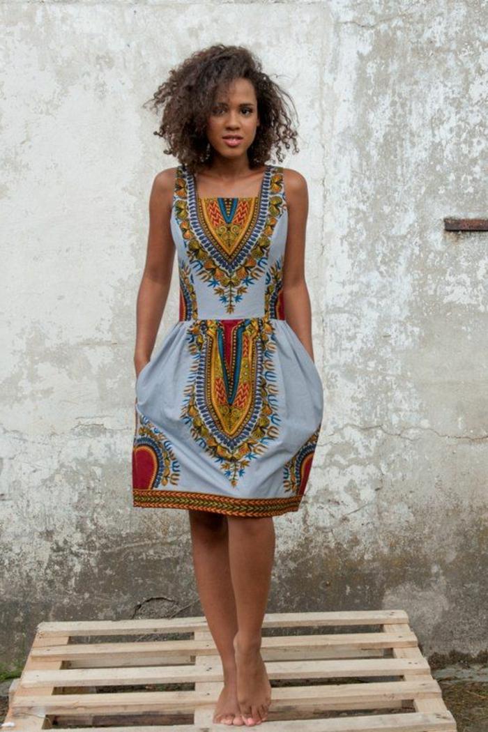 vestido inspirado en el traje tipico africano, vestido corto con estampados bonitos étnicos