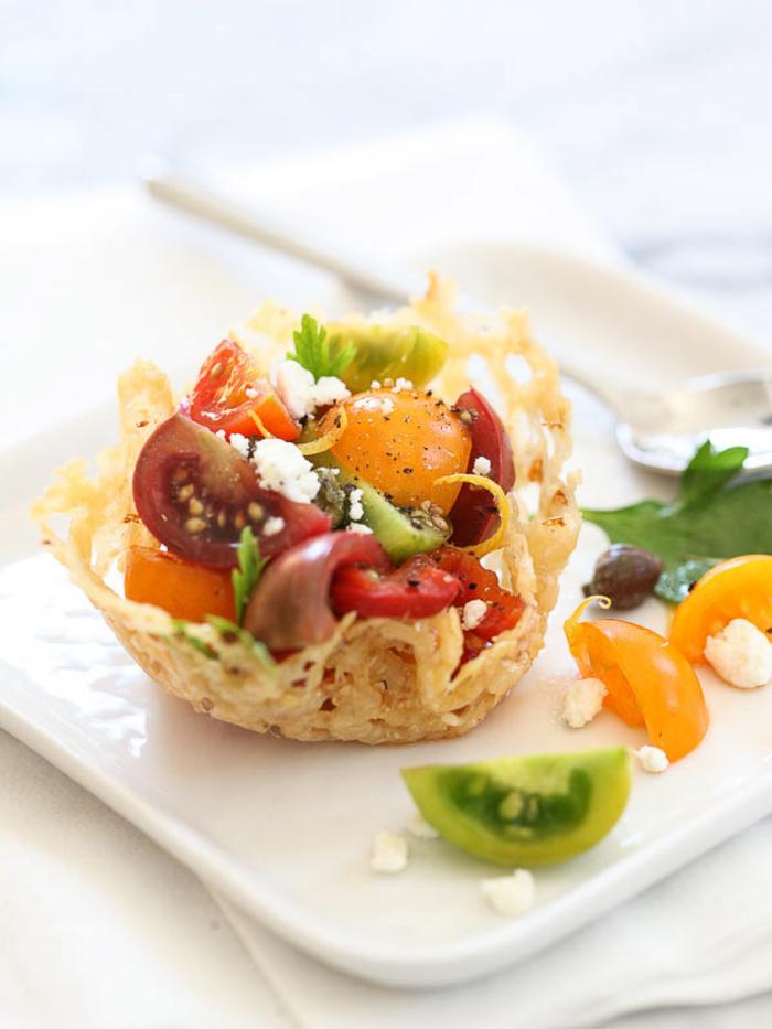 ideas únicas de aperitivos vegetarianos, tartaletas saladas con queso y verduras, ricas propuestas en imagines