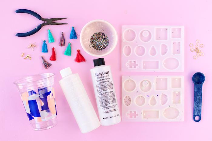 originales ideas para regalar, como hacer pendientes hechas a mano paso a paso, materiales necesarios