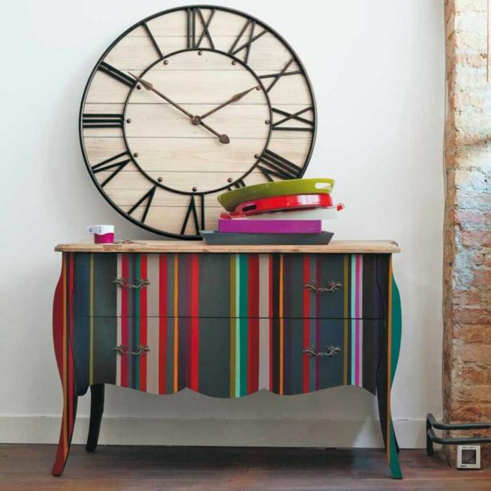 magníficas propuestas sobre cómo, pintar muebles antiguos, cofre pintado en colores llamativos, hermosas ideas para pintar muebles