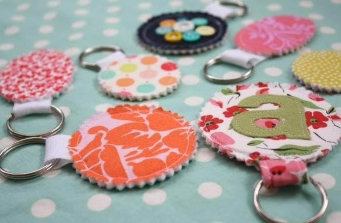 lleveros bonitos DIY en colores vibrantes, ideas de manualidades con tela, regalos hechos a mano