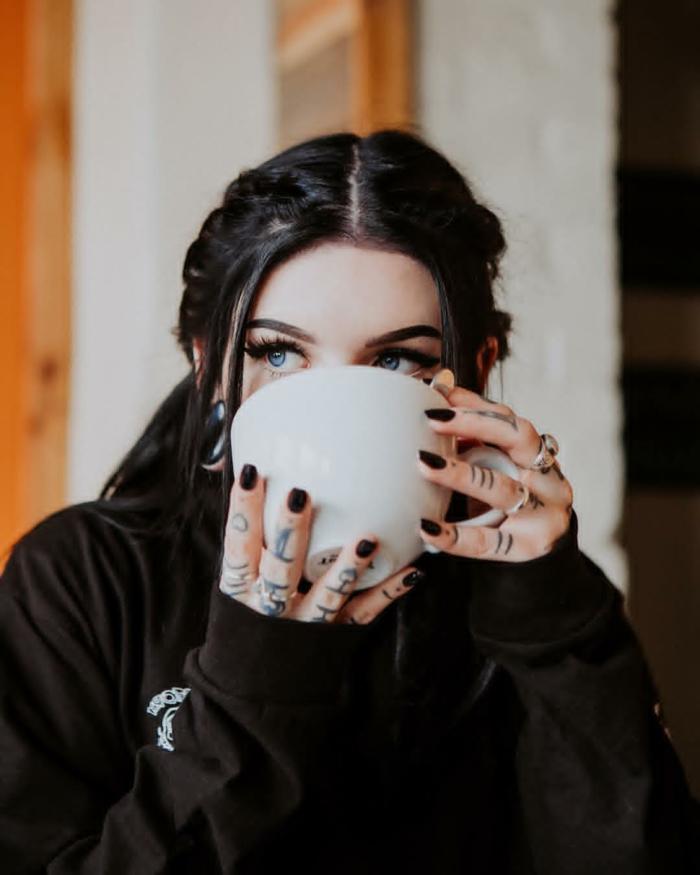 diseños de tatuajes simbólicos, tatuajes en los dedos mujer, tatuajes en la mano super originales